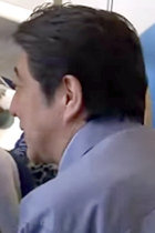 ゲスい! 安倍首相が選挙対策で直前に視察&激甚災害指定! 北海道では自民党が熊本地震を選挙広告に利用