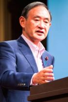 菅義偉官房長官が国会で望月衣塑子記者をフェイク攻撃!「赤土混入の調査拒否」は事実なのに「事実誤認」と虚偽答弁