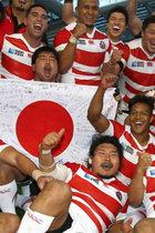 """ラグビー日本代表への""""日本の心""""押し付けがひどい! 外国籍の選手もいるのに神社でさざれ石を見学し君が代合唱、合宿に模造刀"""