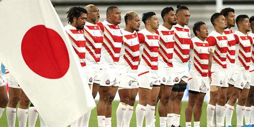 ラグビー日本代表への日本の心押し付けがひどい! 外国籍の選手もいるのに神社でさざれ石を見学し君が代合唱、合宿に模造刀の画像1