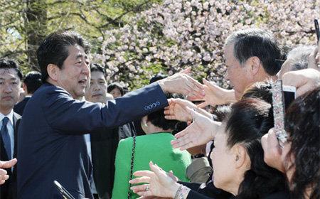 「桜を見る会」名簿めぐり安倍政権がまた違法行為! 今度は省庁提出の推薦者名簿を改ざん、首相枠を意味する記載を白塗り加工の画像1