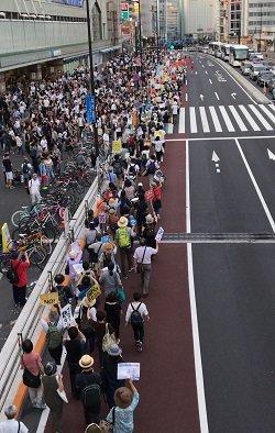 内閣支持率31%に低下、安倍退陣を求める大規模デモ…「こんな人たち」は左翼活動家じゃない、国民の怒りの声だの画像1