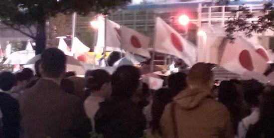 安倍首相の秋葉原街頭演説が極右集会そのもの! 「こんな人たち」を排除し、日の丸はためくなか「安倍総理がんばれ」コールの画像1